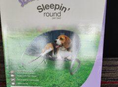"Kazoo ""Sleepin' round"" raised pet bed"